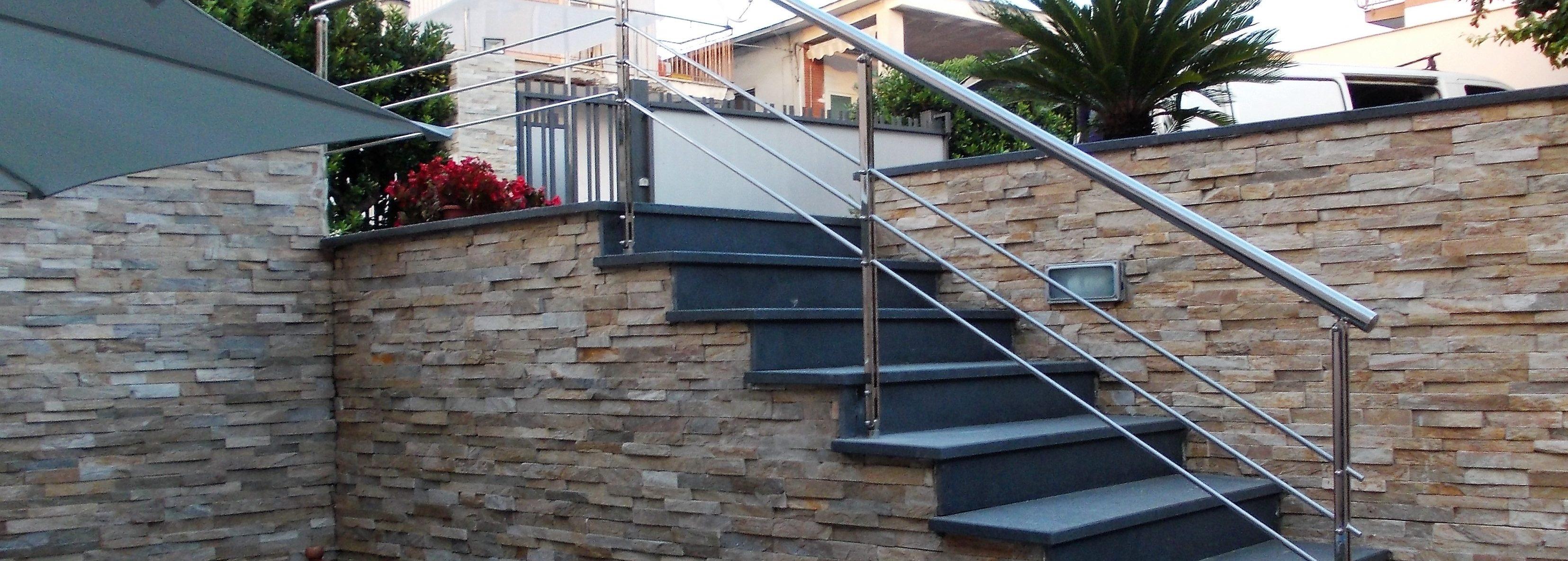 Ringhiere balaustre scale in plexiglass scale illuminate e soppalchi napoli spedaliere - Scale da esterno prefabbricate ...