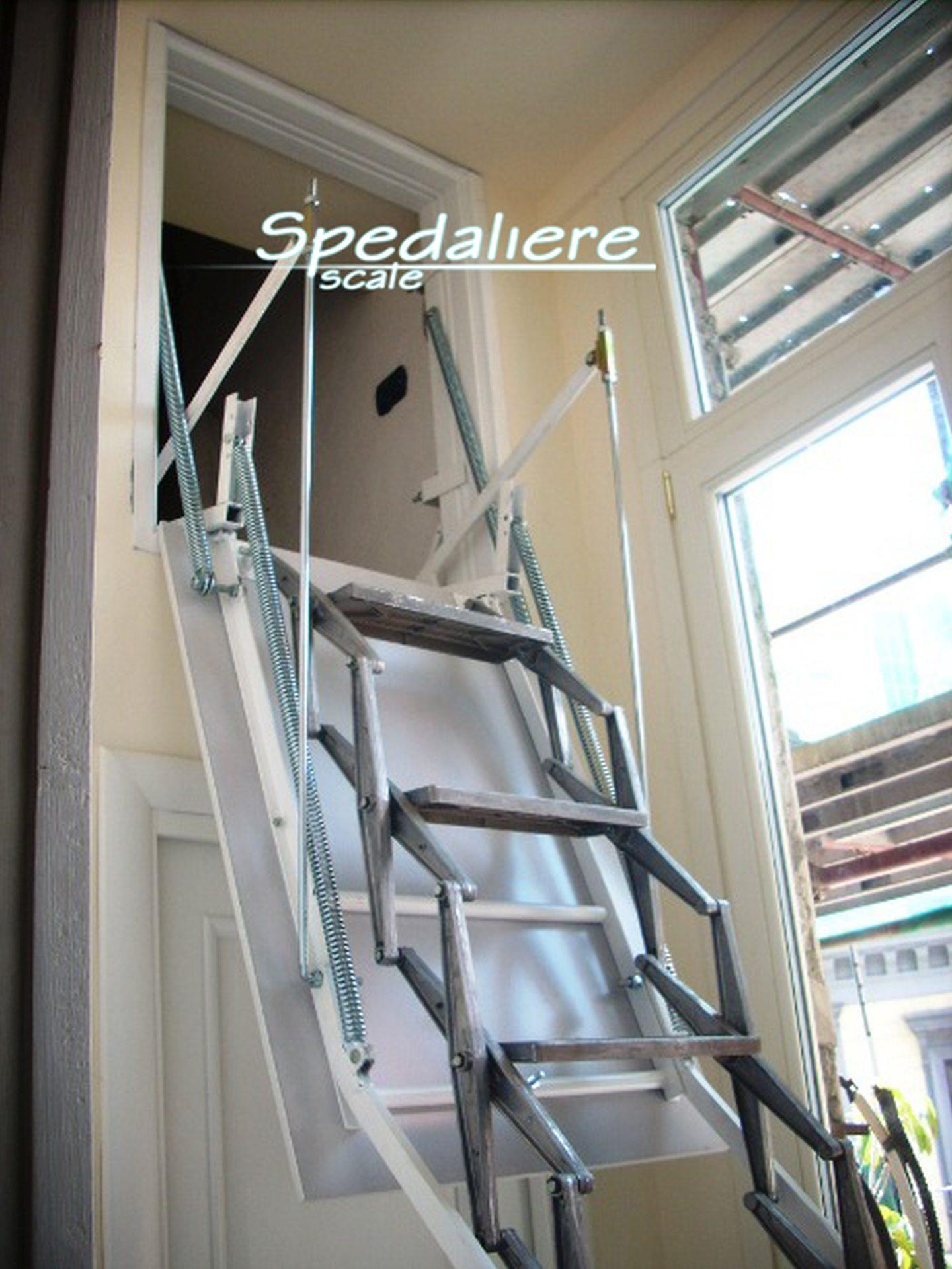 Retrattile a parete verticale rampa in alluminio,  realizzate su misura