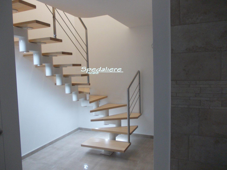 Rampa Snodo gradini in legno massello e illuminazione integrata