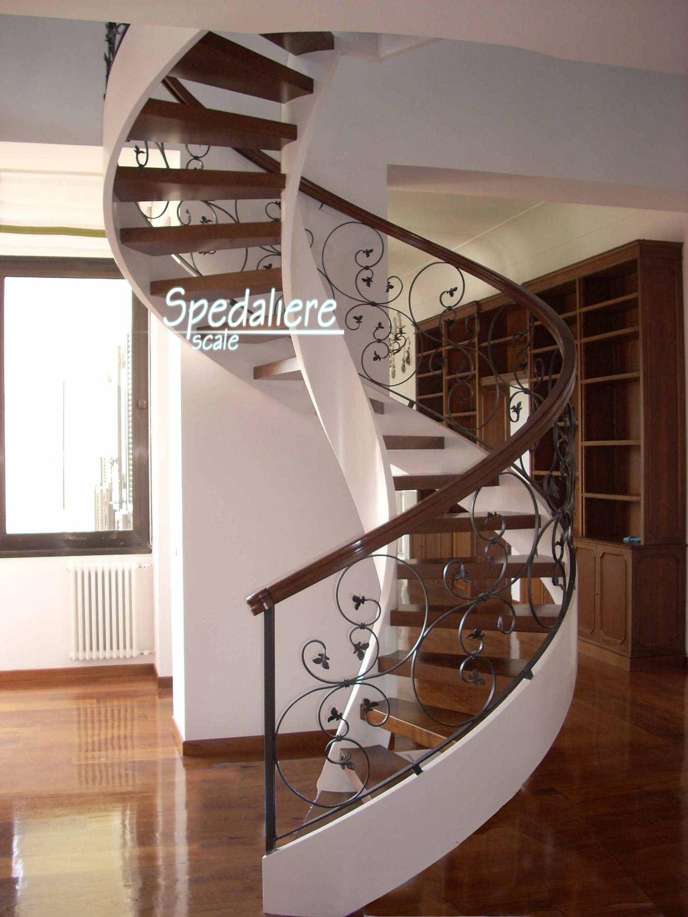 Elicoidale con gradini e corrimano in legno Rovere e ringhiera Fogliata