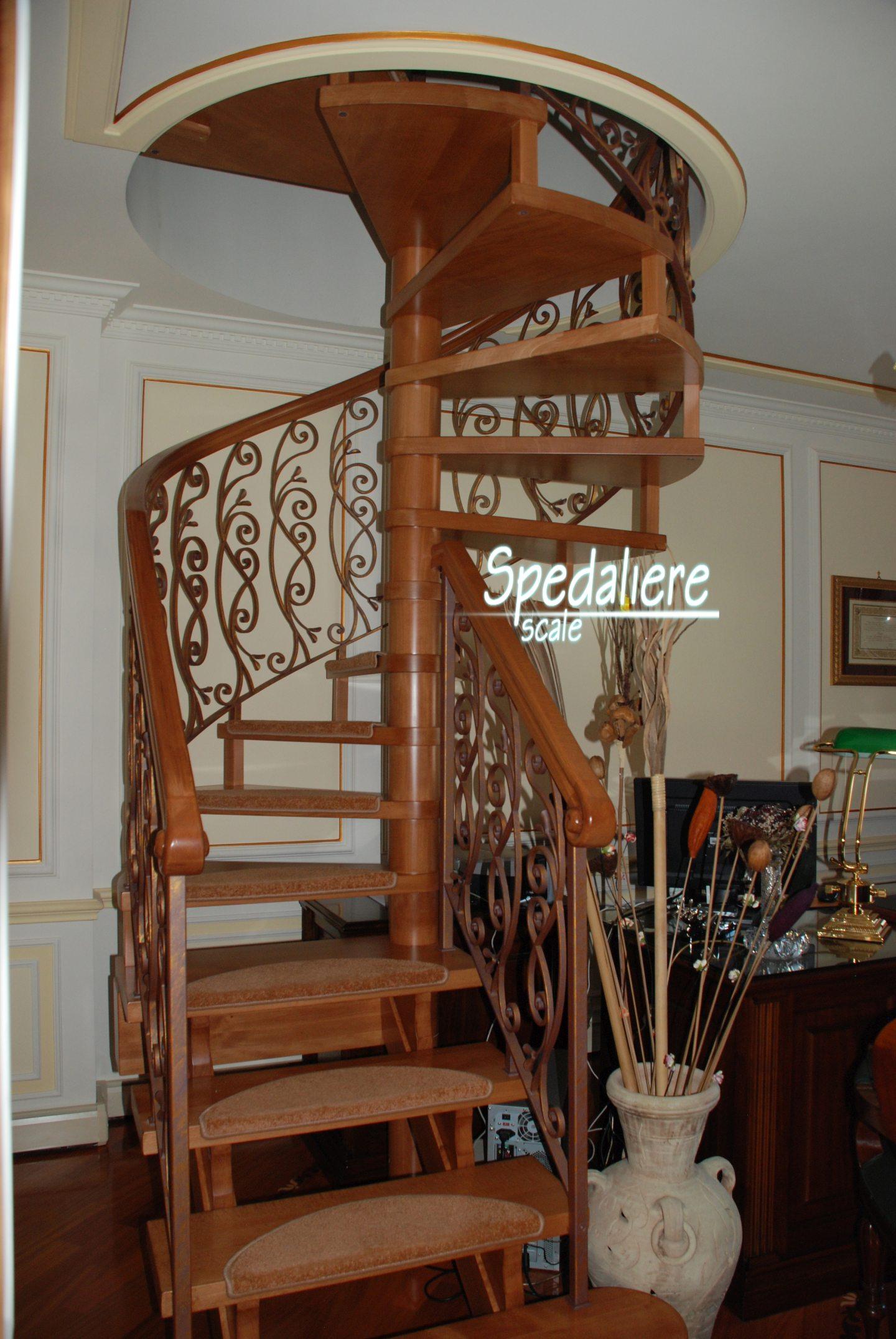 rampa e chiocciola, gradini e corrimano in legno massello