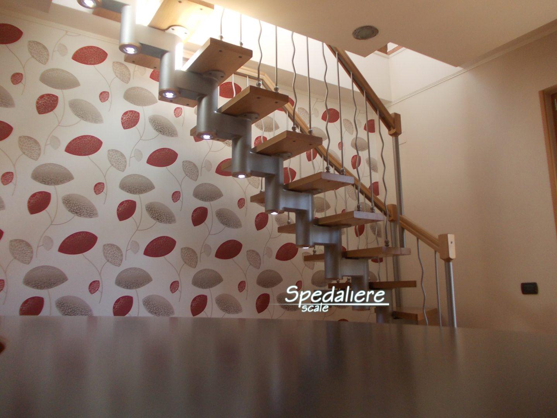 Rampa Snodo con gradini in legno massello e illuminazione integrata