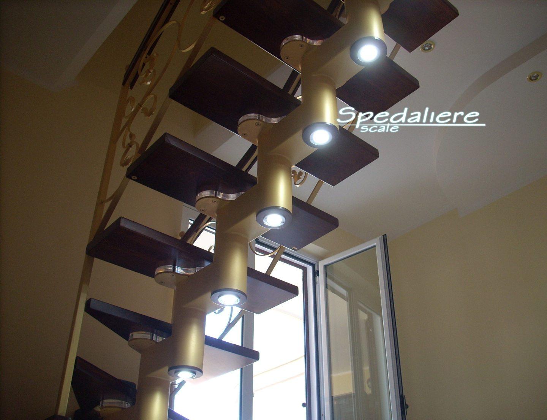 Rampa Snodo illuminata con finiture Oro