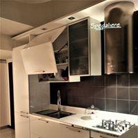 Cucina su misura con Piano in Corian e movimentazioni  Bluemotion