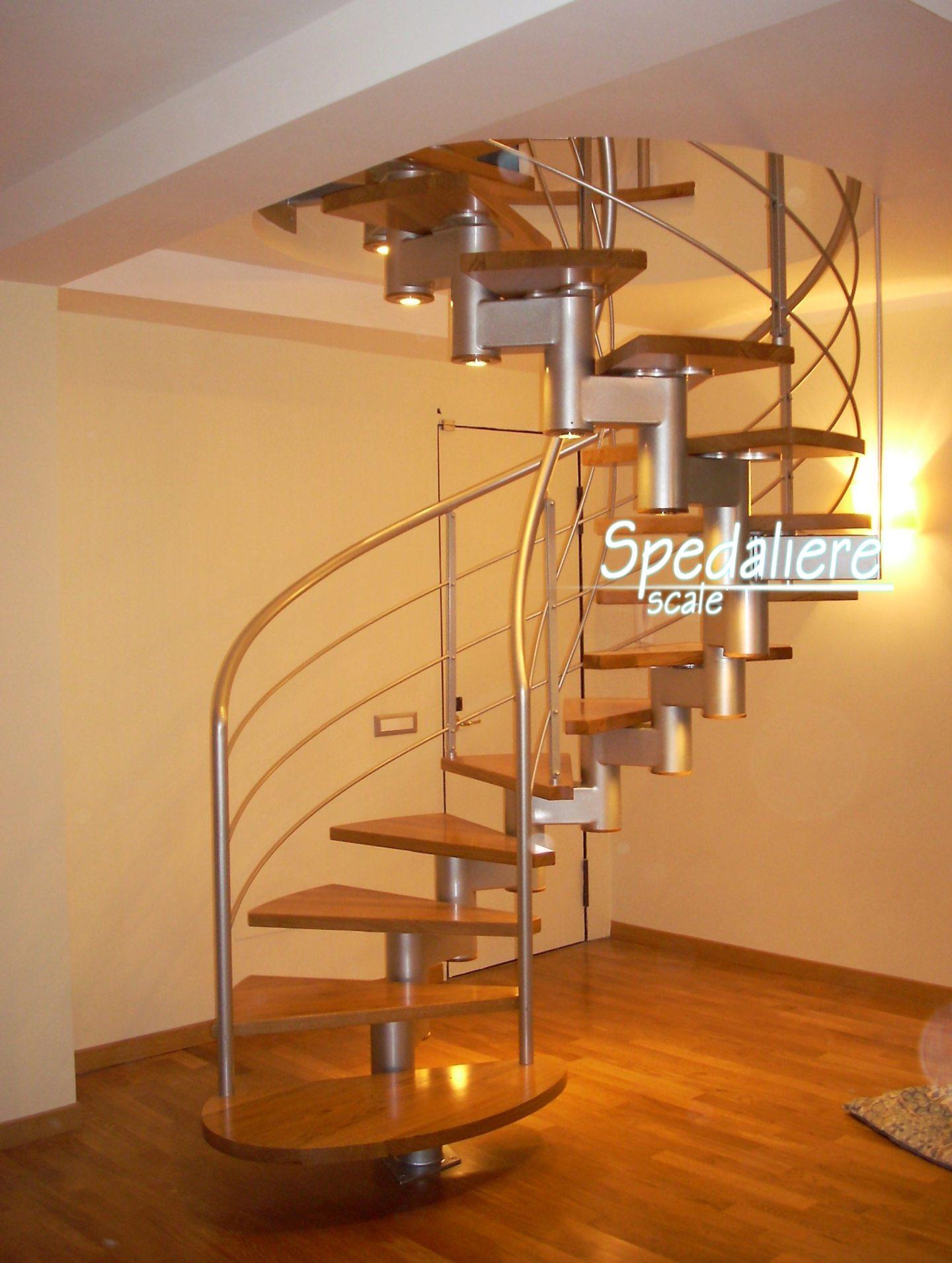 Mista tonda con struttura portante centrale e gradini in legno