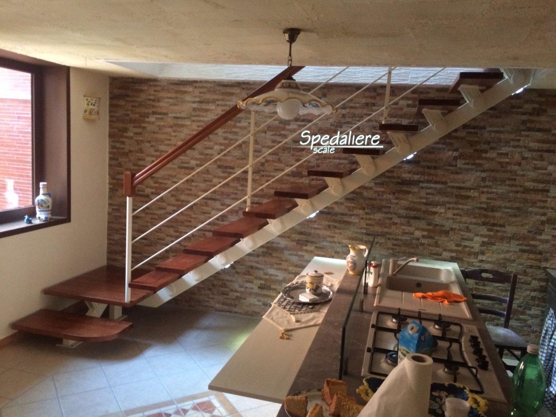 Rampa Vesuvio Marechiaro  gradini in legno massello e illuminazione integrata