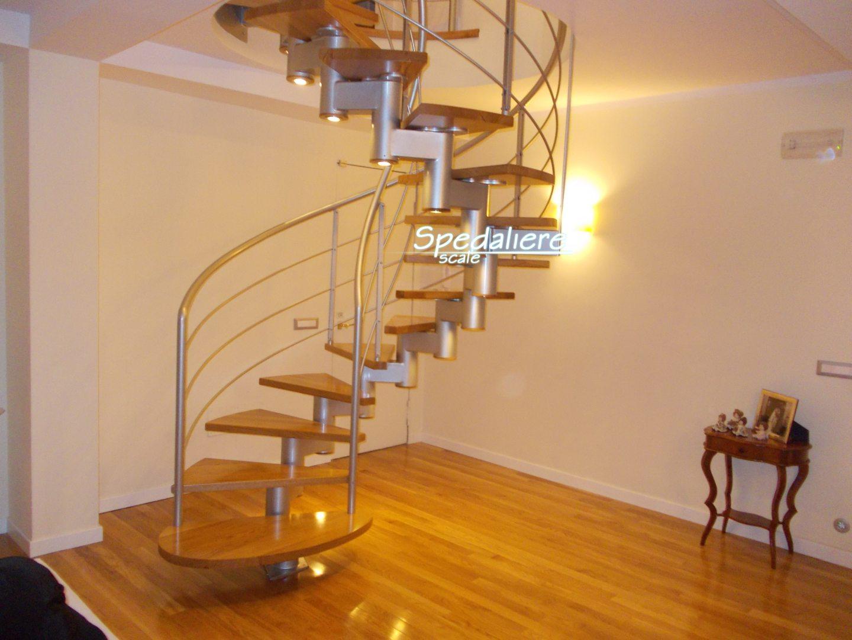 Elicoidale Snodo Marechiaro, gradini in legno Rovere massello ed illuminazione integrata