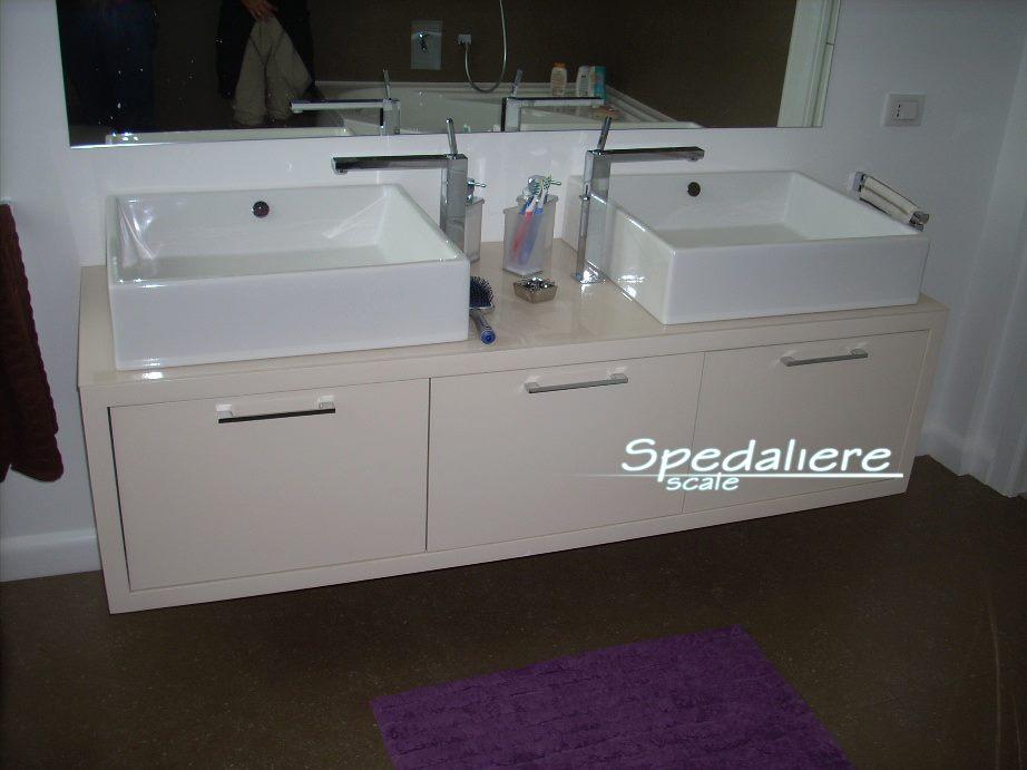 mobile bagno con piano in Plexiglas