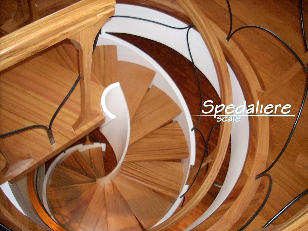 Elicoidale realizzata con gradini e corrimano in legno Doussiè massello ed inserti in acciaio inox