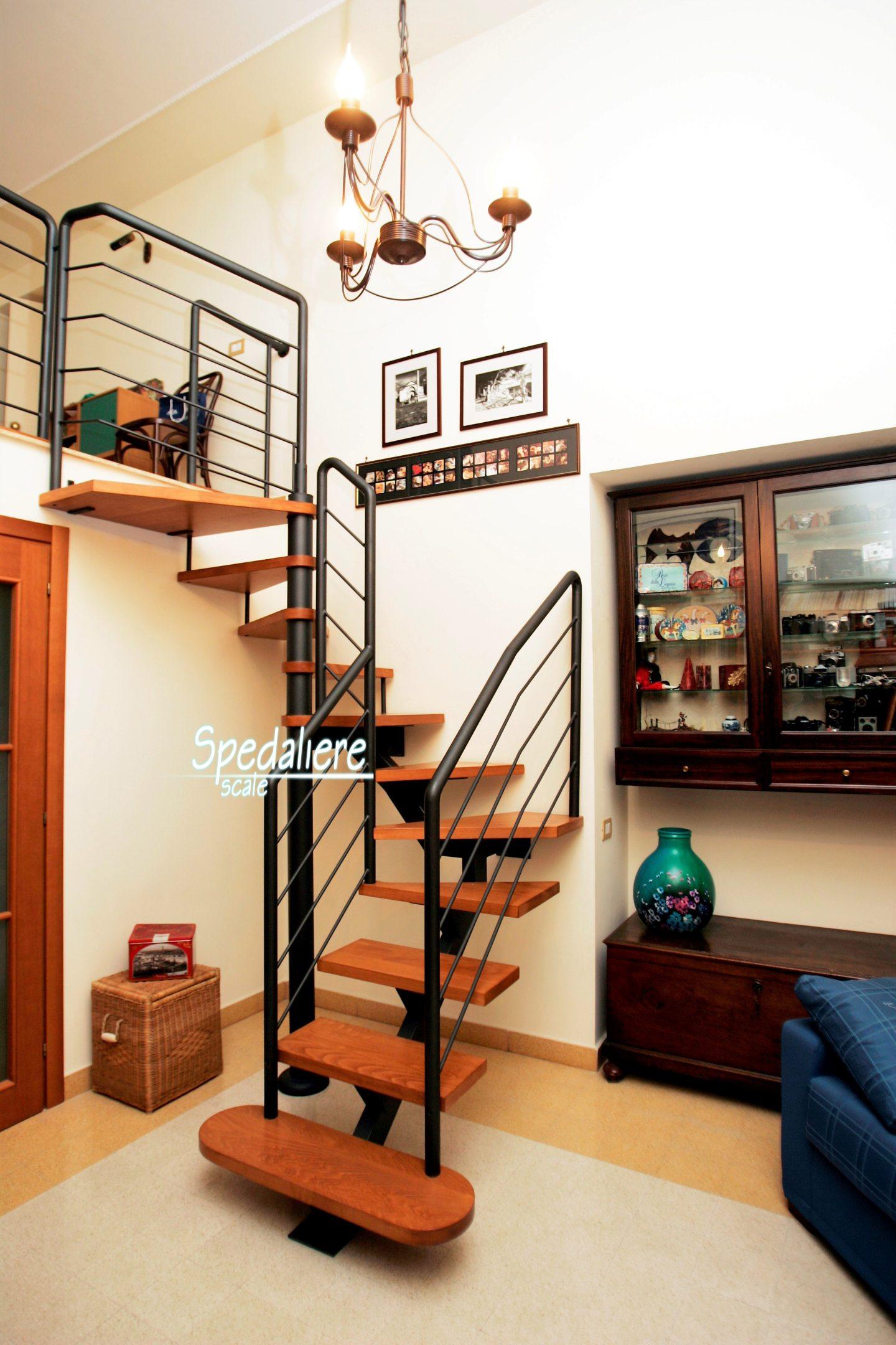 Rampa e e chiocciola con gradini in legno