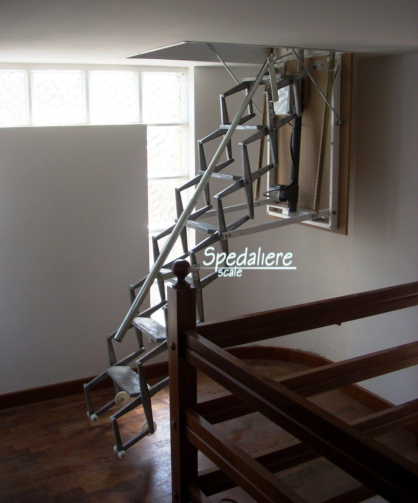 Scala retrattile a soffitto Elettrica realizzata su misura