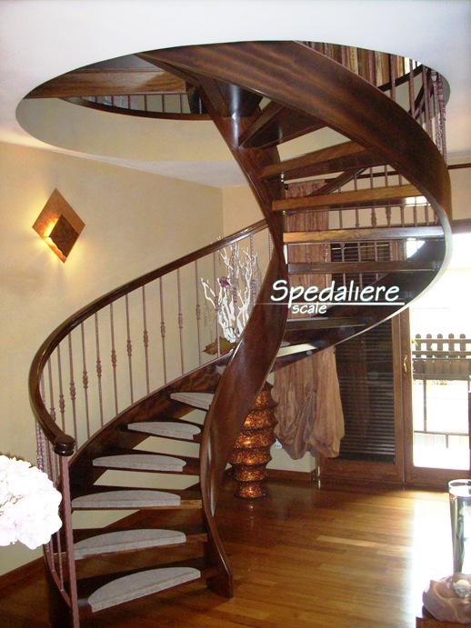 Elicoidale Classica interamente in legno massello e colonnine verticali con boccole fuse centrali