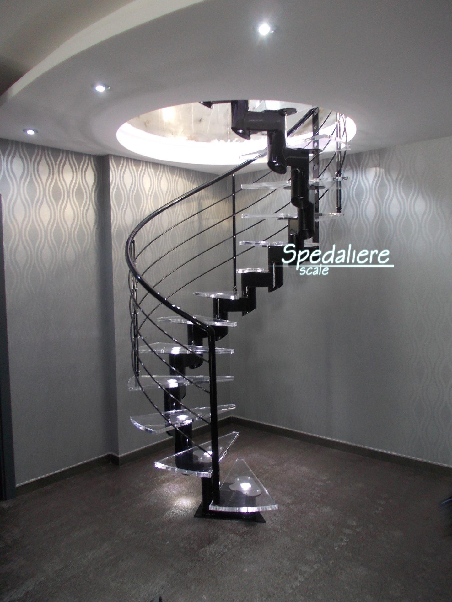 Elicoidale Mono trave Snodo con gradini in Plexiglas illuminazione integrata finiture nero Lucido