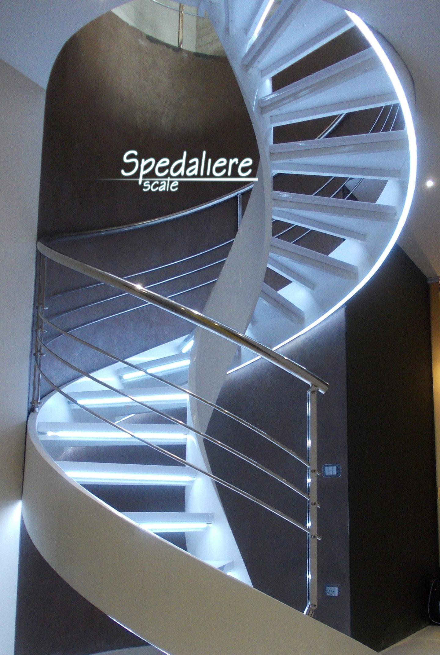 Elicoidale Illuminata gradini in plexiglas Bianco ringhiera in acciaio inox