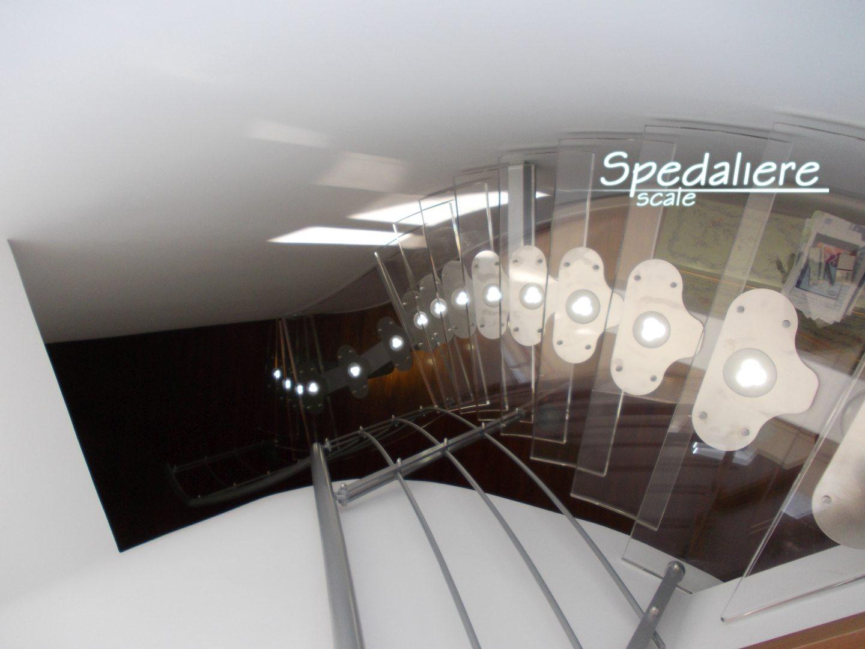 Rampa Snodo gradini in Plexiglas illuminata