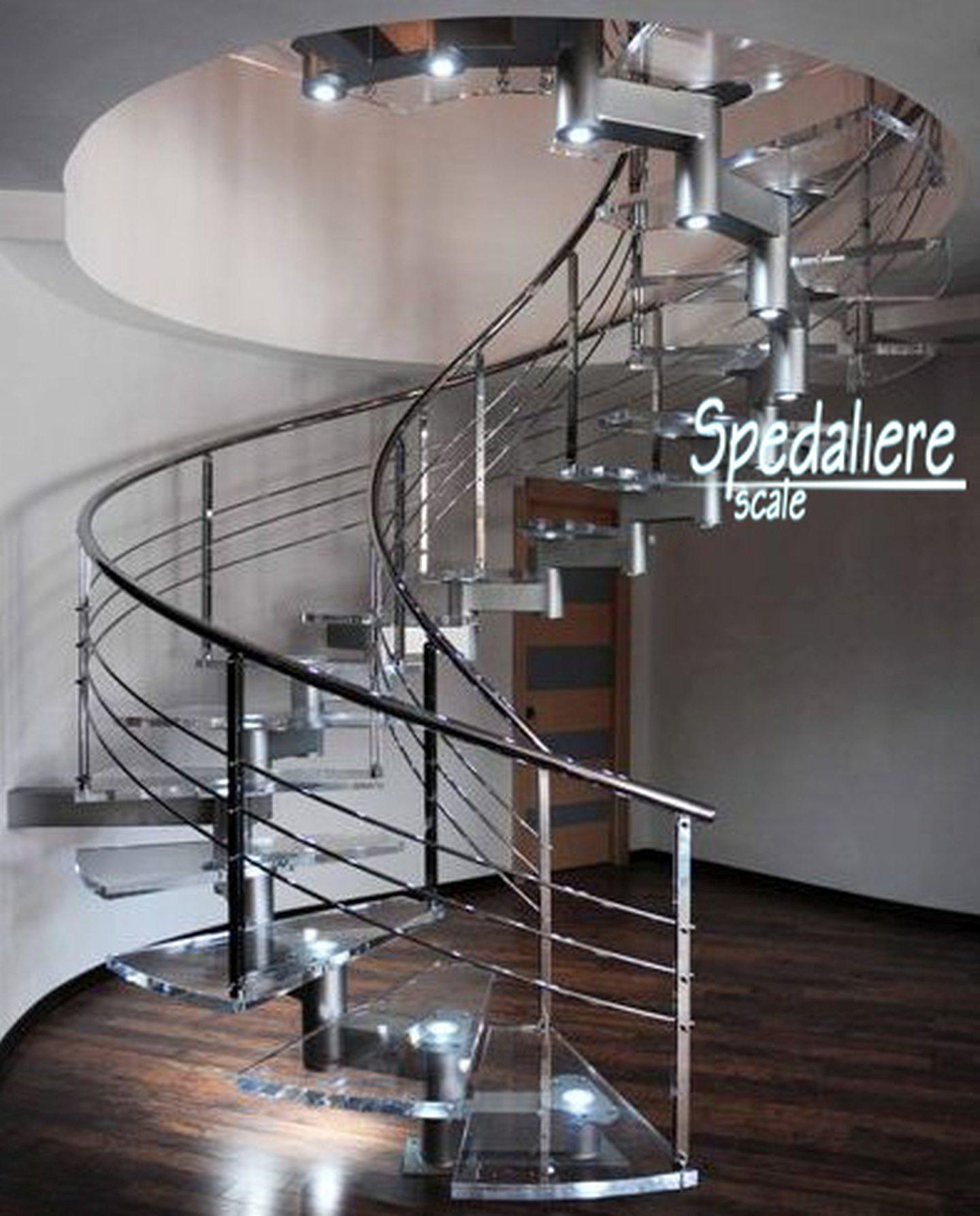 Elicoidale con gradini in plexiglas trasparenti ringhiere interne ed esterne a correnti orizzontali cromate, illuminazione integrata nei gradini