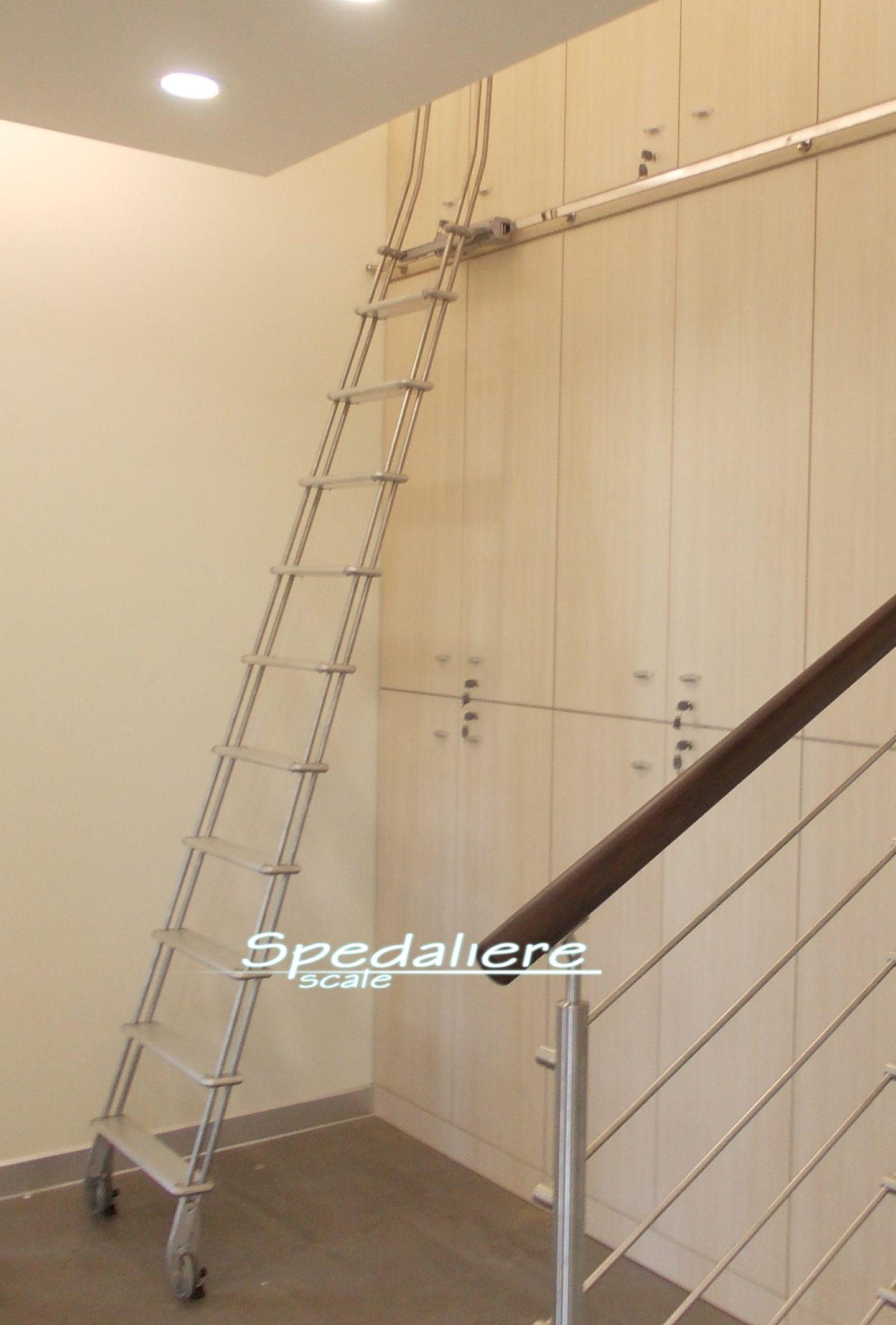 Scala scorrevole in Alluminio  per scaffalatura chiusa, realizzata su misura