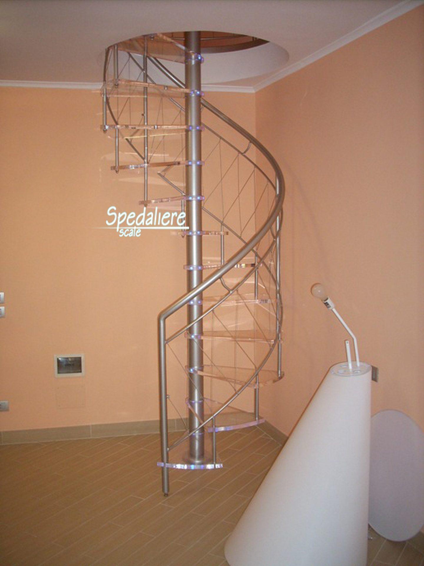 Chiocciola tonda con ringhiera Marechiaro e gradini in Plexiglas