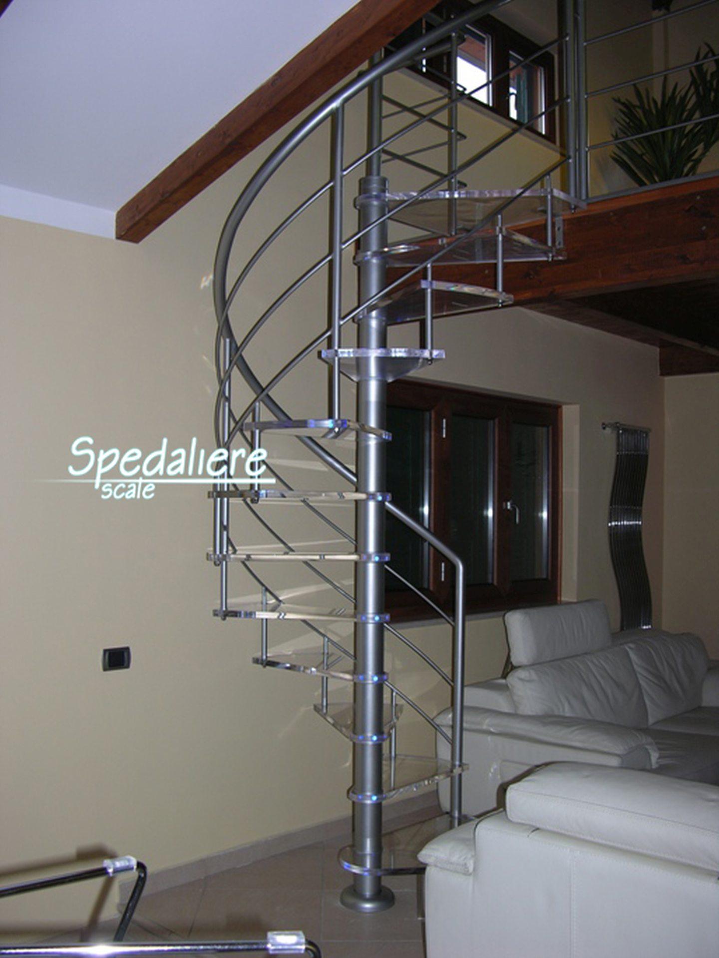 Chiocciola Marechiaro con gradini in plexiglas trasparente