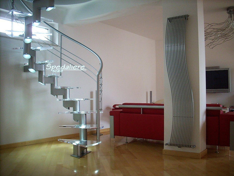 Scala Elicoidale con struttura portante Snodo ringhiera Marechiaro gradini in plexiglas trasparente